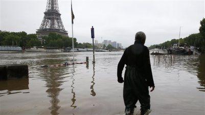 160602_oy1ms_inondations-paris-france_sn635